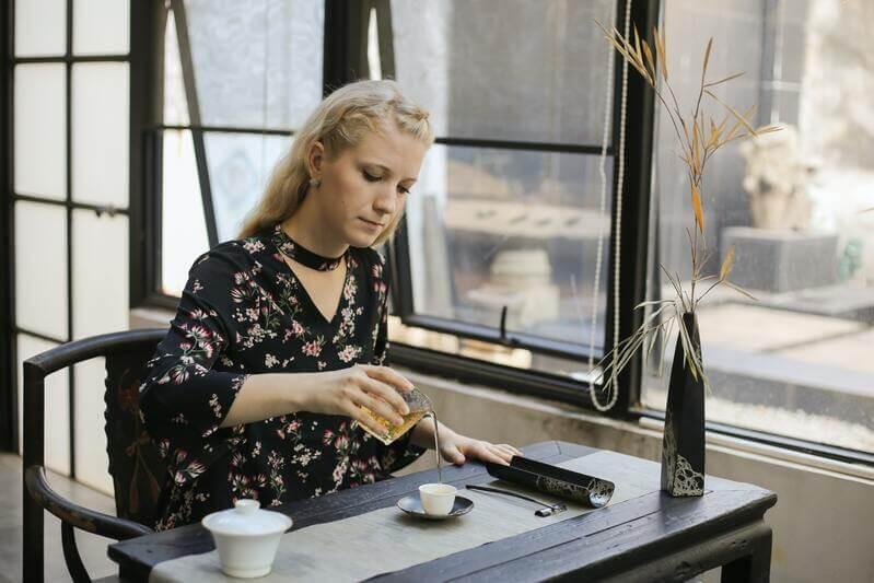 Женщина чай