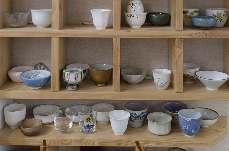 Шкаф с чайной посудой