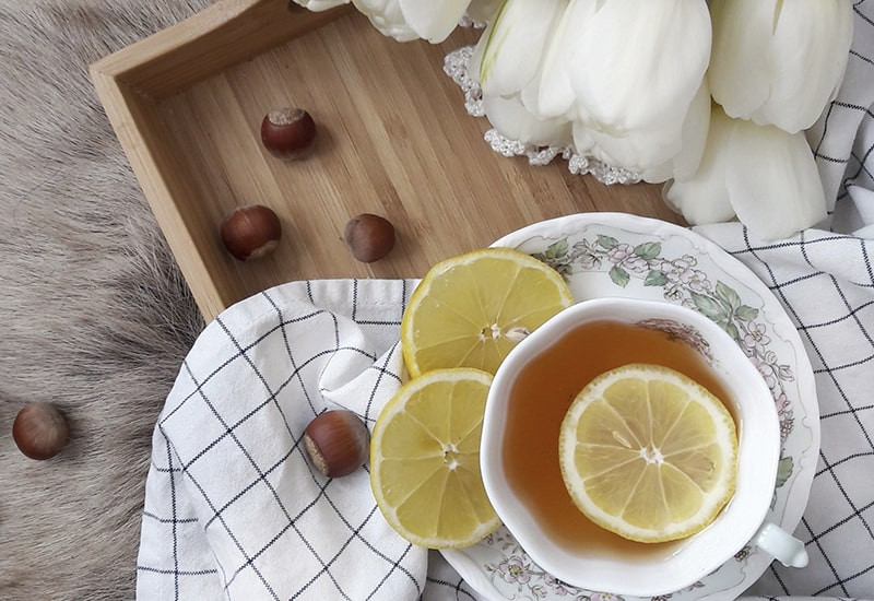 Чай с лимоном тюльпаны