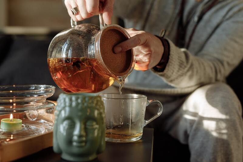 Черный чай голова статуэтка