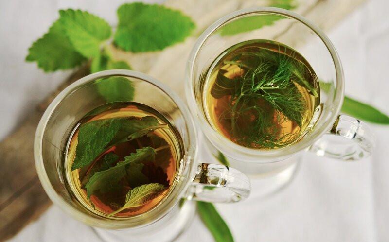 Травяной чай  в стаканах