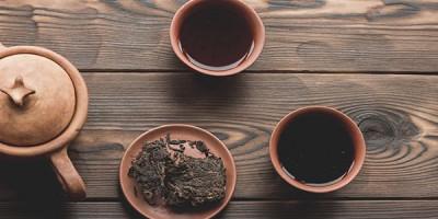 Чайник прессованный пуэр  чашки чая