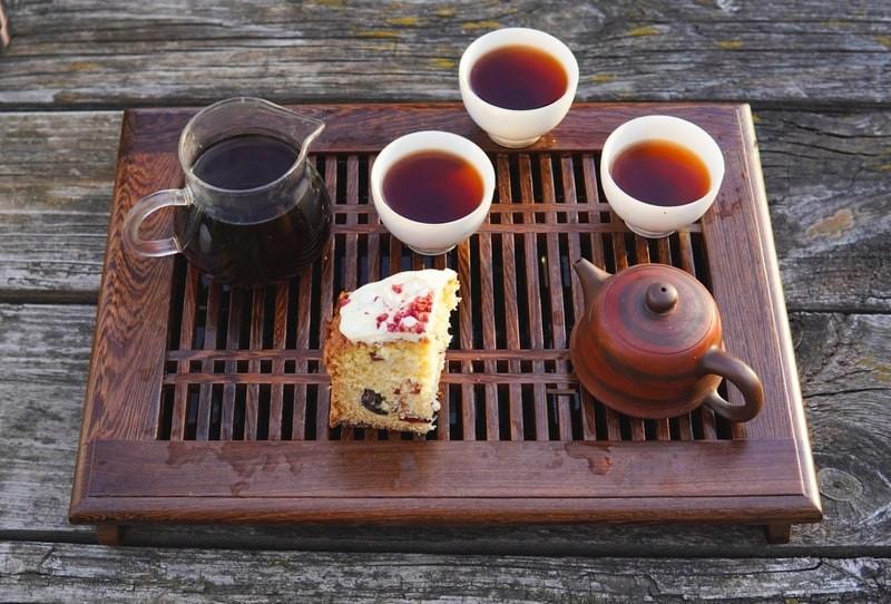 Китайская чайная посуда с тортом