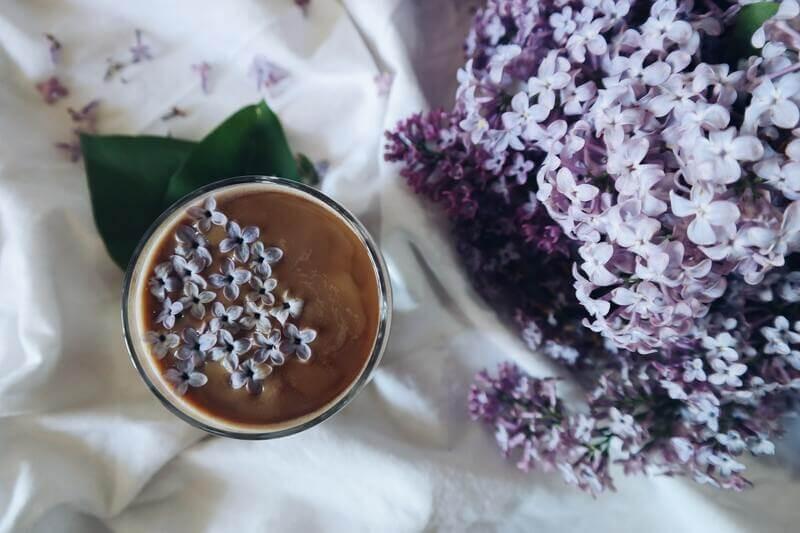 Чай с цветами сирени