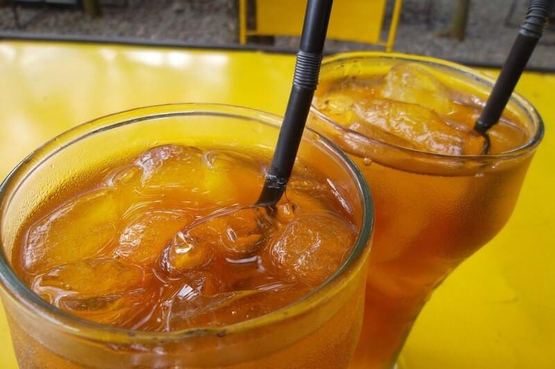 Два стакана чай со льдом