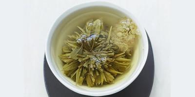 Связанный чай распустился в пиале