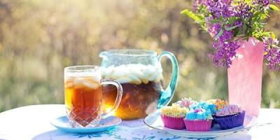 Ледяной чай стакан графин ваза с цветами
