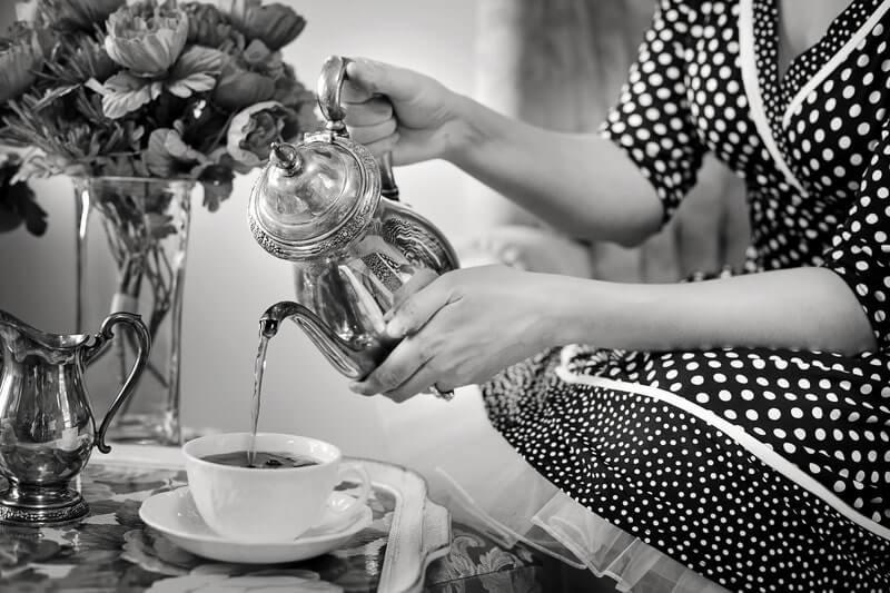 Женщина чай цветы