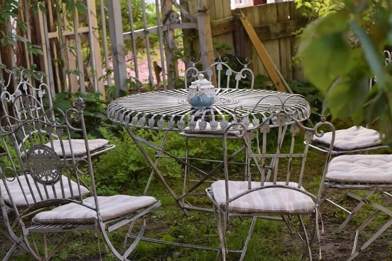 Парк стол стулья чайник