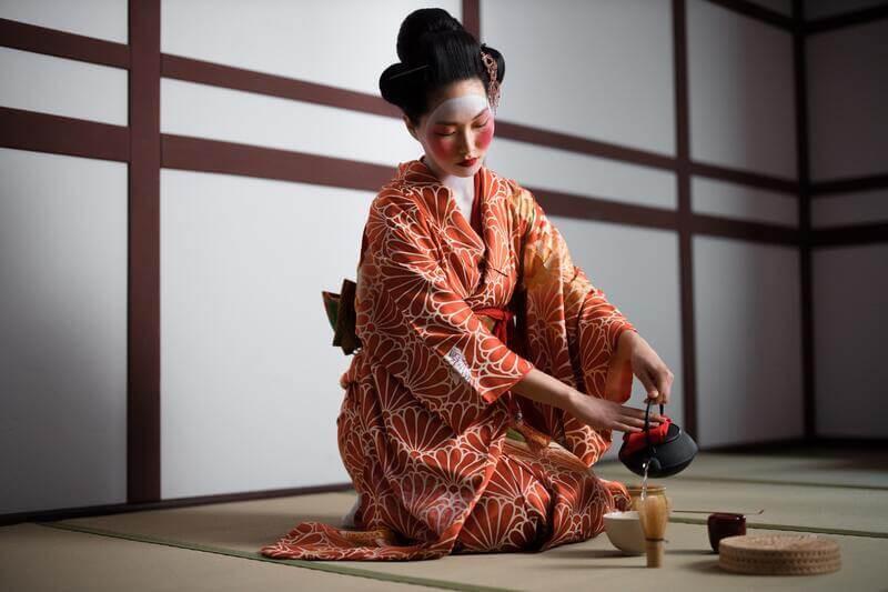 Японская чайная церемония мастер в кимоно