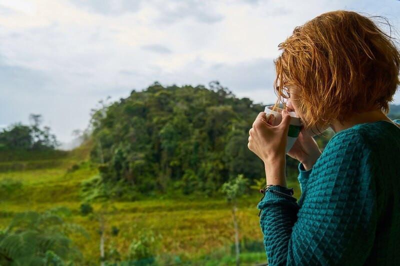 Женщина природа зелень