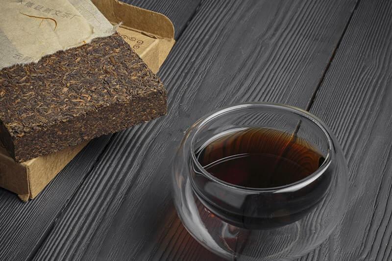 прессованный пуэр бокал с чаем