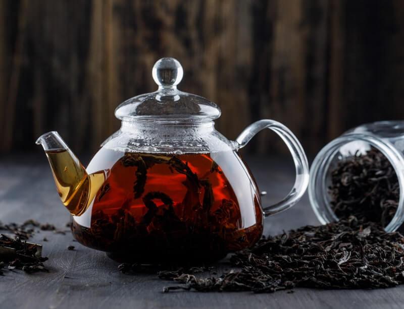 Стеклянный чайник черная заварка