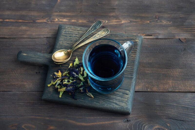 Кружка ложки доска синий чай