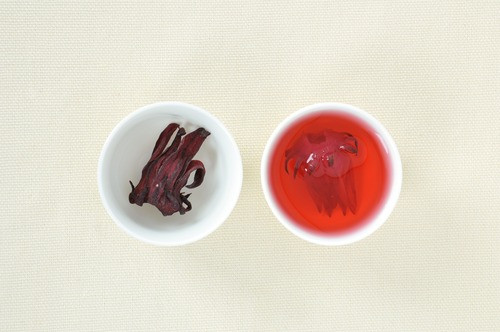 Две чашки чай каркаде