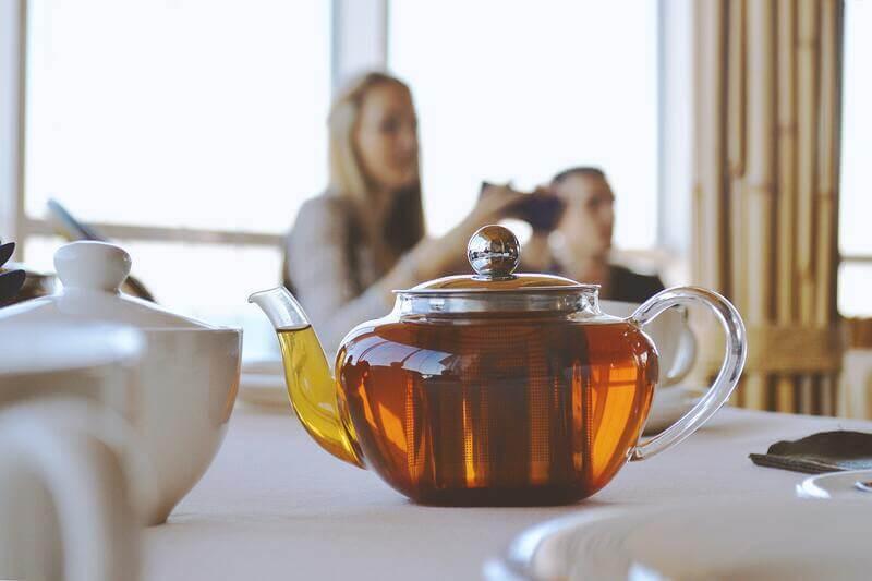 Стеклянный чайник  черный чай