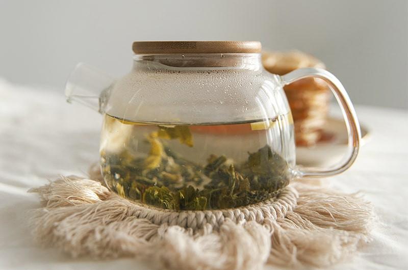 Чайник с белым чаем