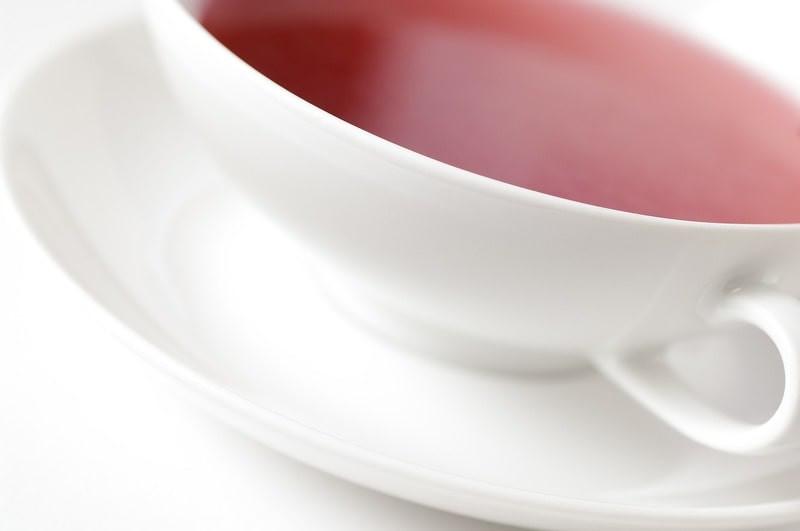 Чашка с красным напитком