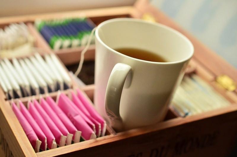 Коробка с пакетированным чаем с кружкой