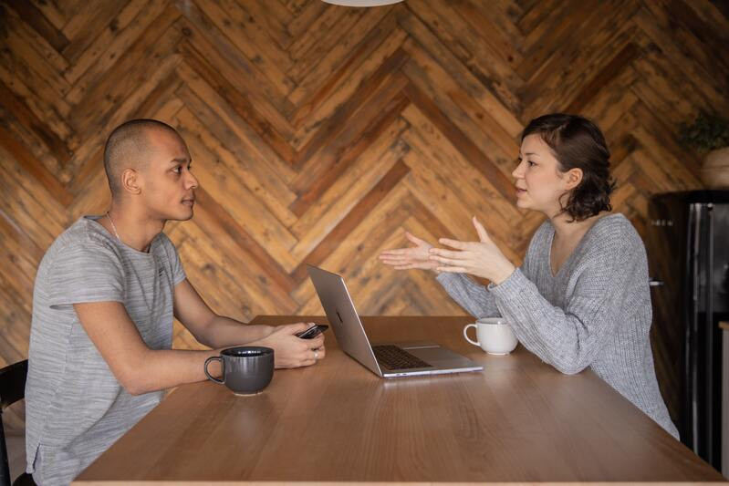 Мужчина и женщина беседа